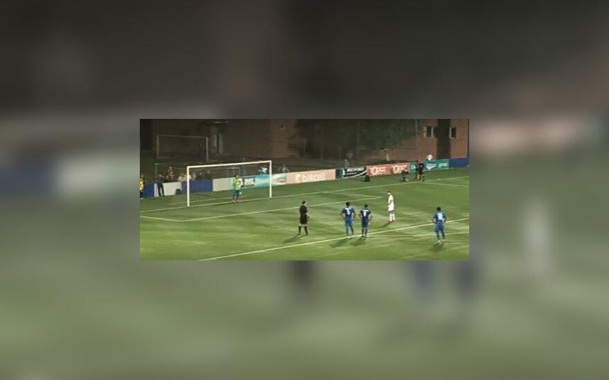Футболист специально промахнулся с ошибочно назначенного пенальти