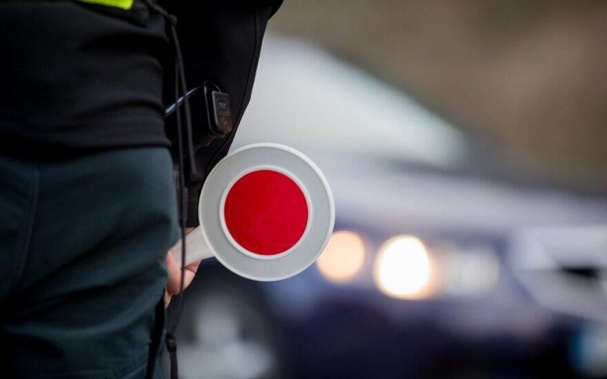 Приключения клайпедчан: признались полиции, что сбежали с места аварии и имели при себе наркотики