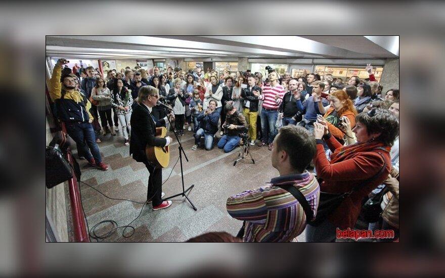 Лявон Вольский отметил юбилей концертом в минском переходе