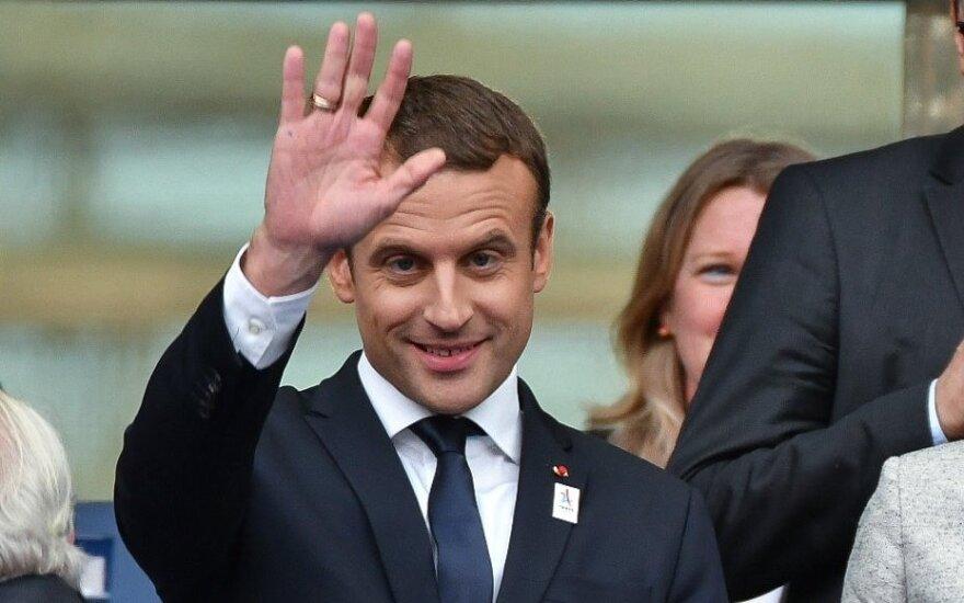 Президент Франции Макрон резко теряет популярность