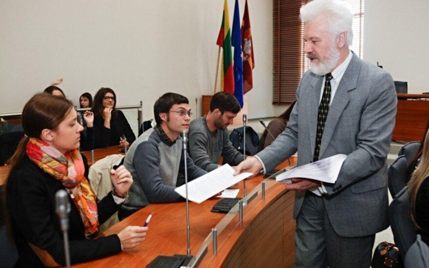 Экзамен по конституции сдавали 37 000 участников