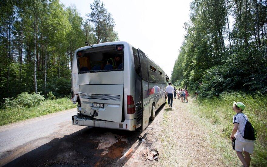 Под Вильнюсом грузовик врезался в автобус с детьми