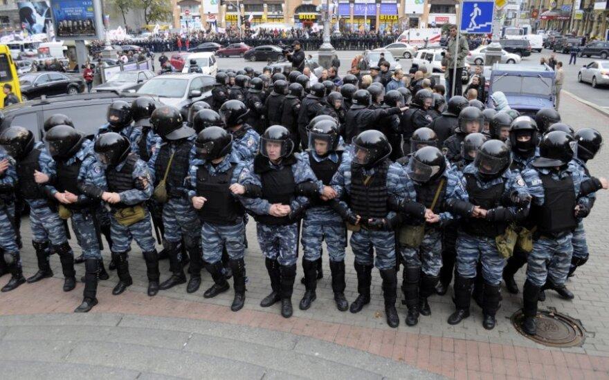 Šimtai J.Tymošenko šalininkų išėjo į Kijevo gatves po nuosprendžio