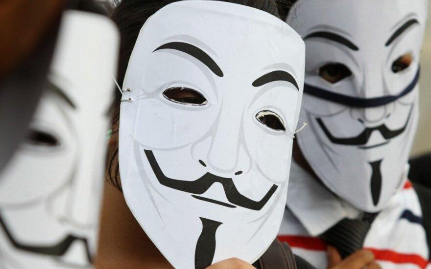 """Ереван: шествие """"Анонимусов"""" переросло в столкновения с полицией"""