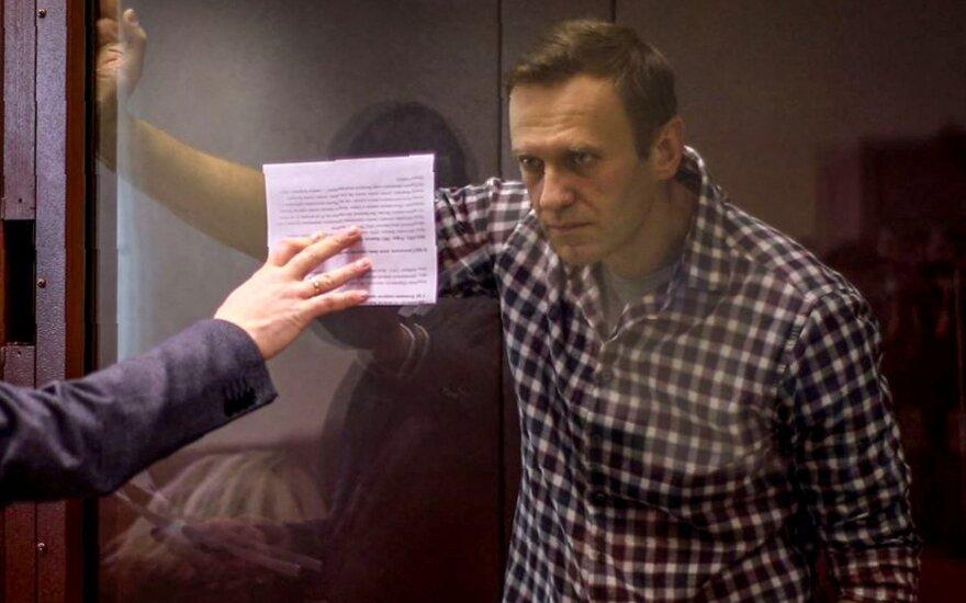 Британский политик Крис Брайант вышел из Amnesty International после лишения Навального статуса узника совести