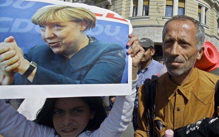 Баварский политик отправил автобус с мигрантами к Меркель