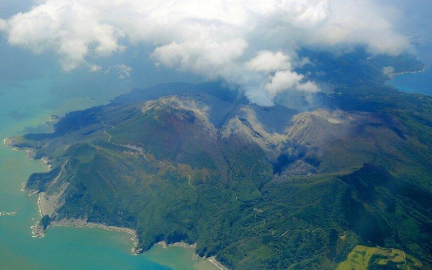В Японии началось извержение вулкана Кутиноэрабу