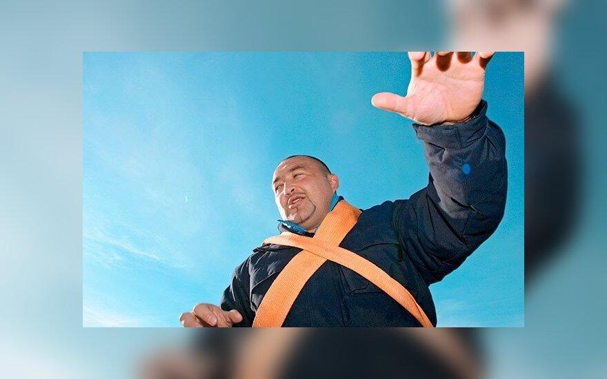 Челябинский силач сдвинул с места двухэтажный дом (ВИДЕО)