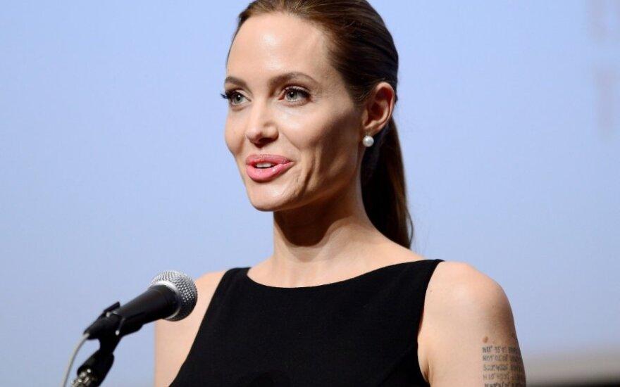 Удалившая грудь Анджелина Джоли - главный мировой активист-2013