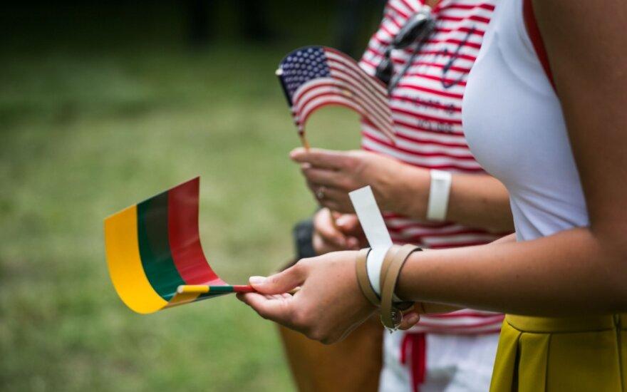 Американские выходные в Вильнюсе: Голливуд на Ратушной площади и гавайская вечеринка на Лукишкской