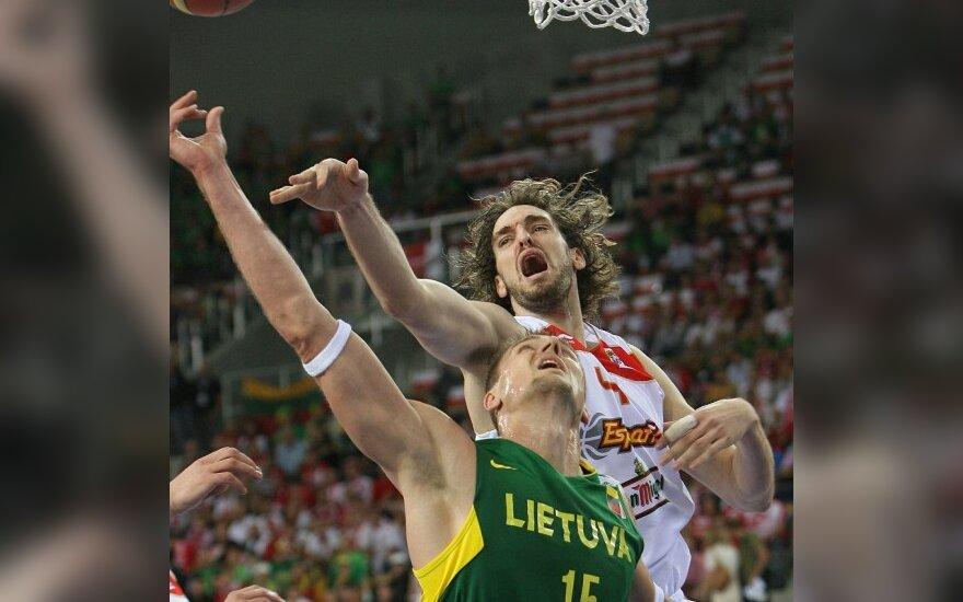 Литовские баскетболисты проиграли испанцам