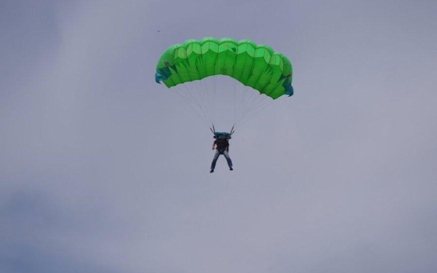 Parašiutų sporto tikslaus nusileidimo čempionatas, DELFI skaitytojo Dovydo Kaminsko nuotr.