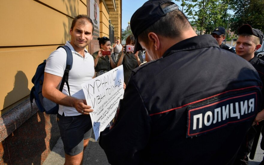 Maskvoje sulaikomi žurnalistai, protestuojantys dėl kolegos I. Golunovo sulaikymo