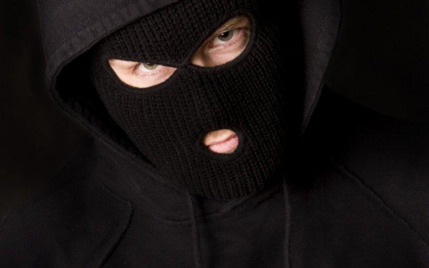Грабители в масках напали на пожилых сестер