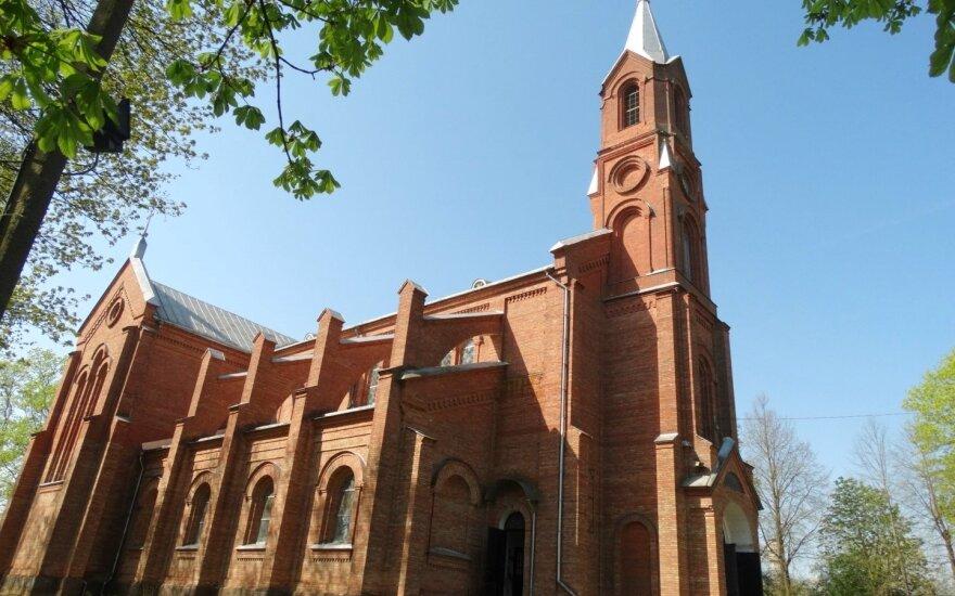Krakių Šv. apaštalo evangelisto Mato bažnyčia.  Foto: Wikimedia.org / Vilensija