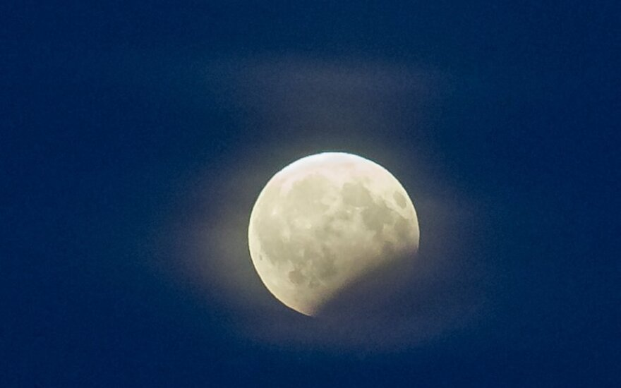 Минувшей ночью можно было увидеть лунное затмение