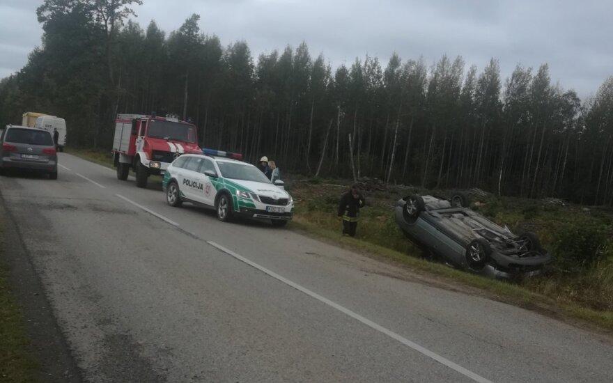 В Радвилишкском районе погибла выпавшая из автомобиля 17-летняя девушка
