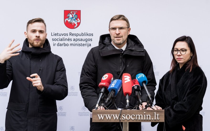 Министр: в Литве из-за карантина не работают около 200 000 работников