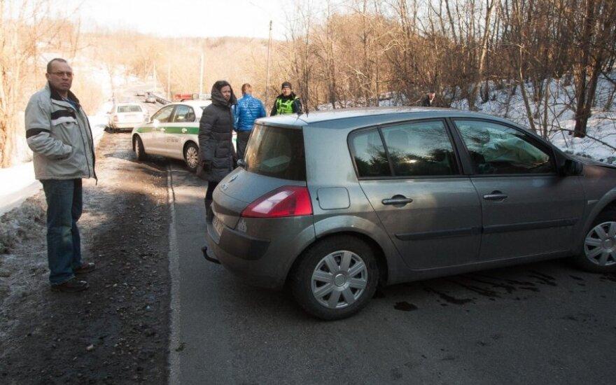 На окраине Вильнюса со скользкой дороги съехал Audi