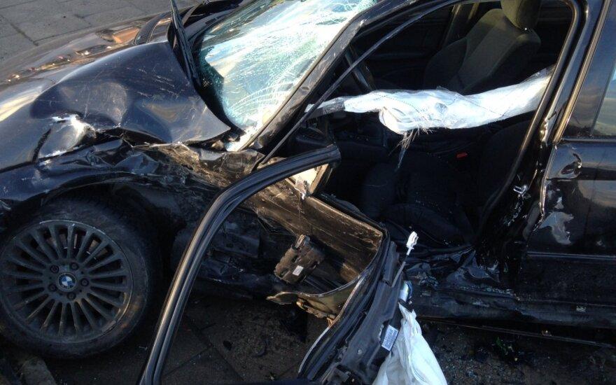 Жуткое ДТП в Каунасе: BMW был отфутболен, как мяч
