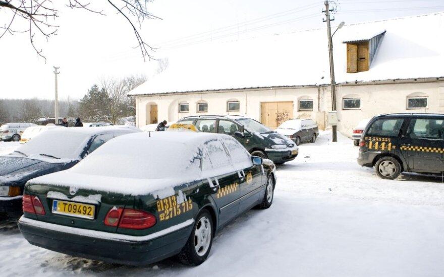 ГНИ и полиция провели обыски в более 30 компаниях такси, в деле 50 подозреваемых