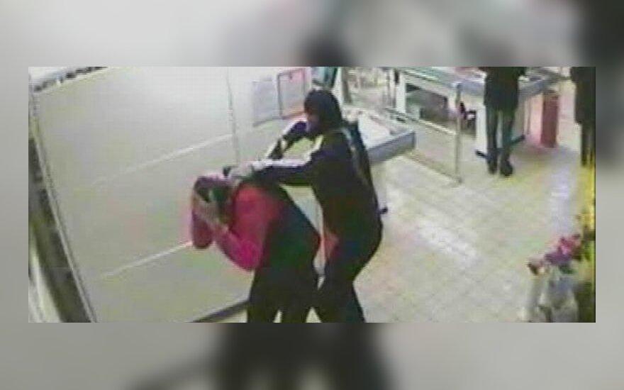 Задержаны подозреваемые в ограблении магазина в Салининкай