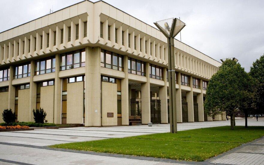 Здание парламента планируют оградить металлическими столбиками