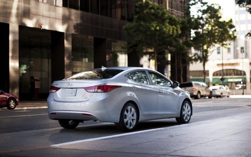 Hyundai предлагает поиграть в гонки на гигантском экране