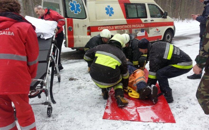 На дороге Пагегяй-Шилуте молодой человек сбил троих дорожных работников