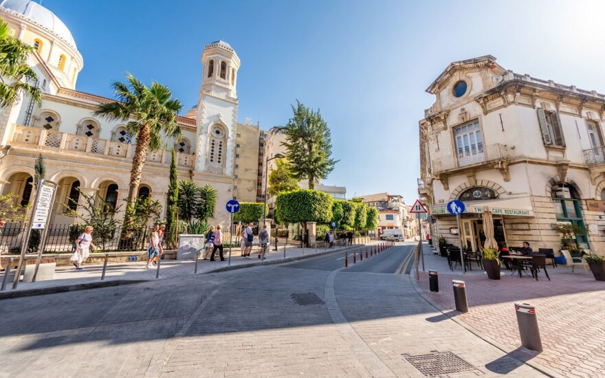 Кипр возобновит авиасообщение с 9 июня и будет принимать туристов с результатами тестов на коронавирус