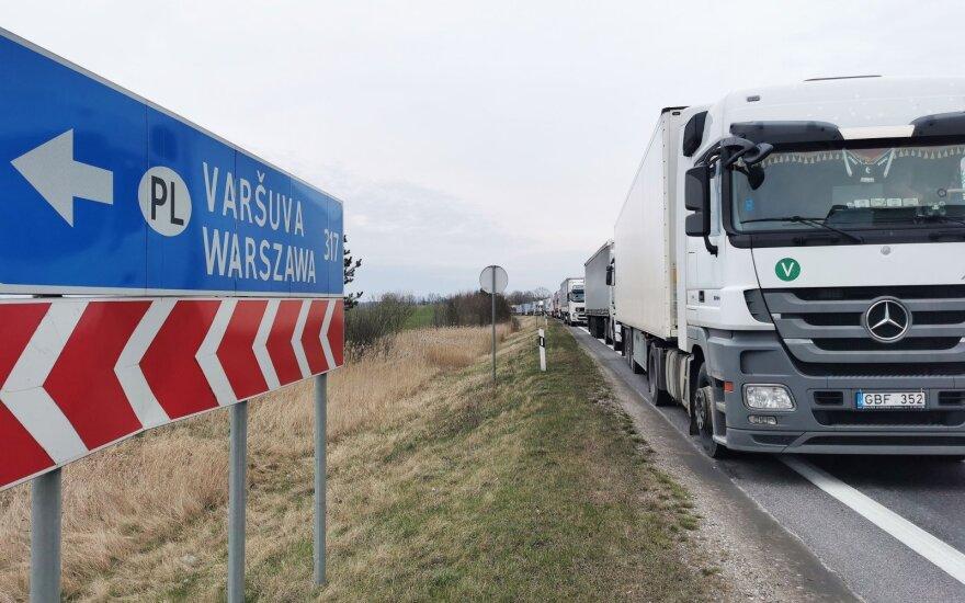 На границе с Польшей очереди грузовиков продолжают расти