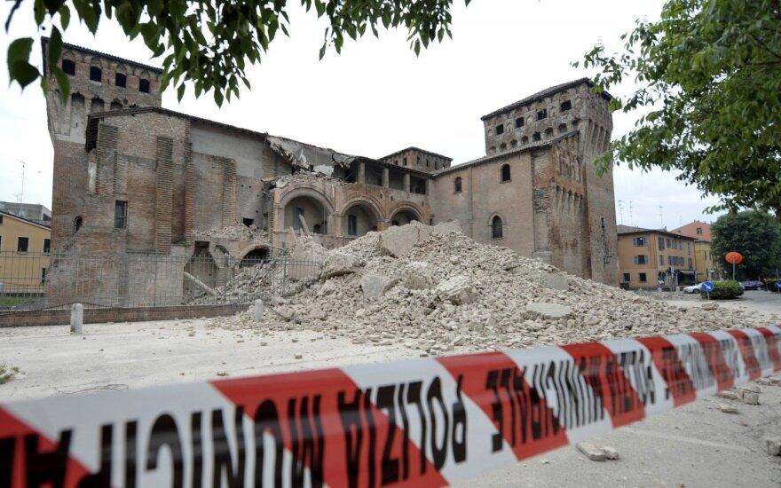 Италия скорбит по жертвам землетрясения и все еще ищет пропавших