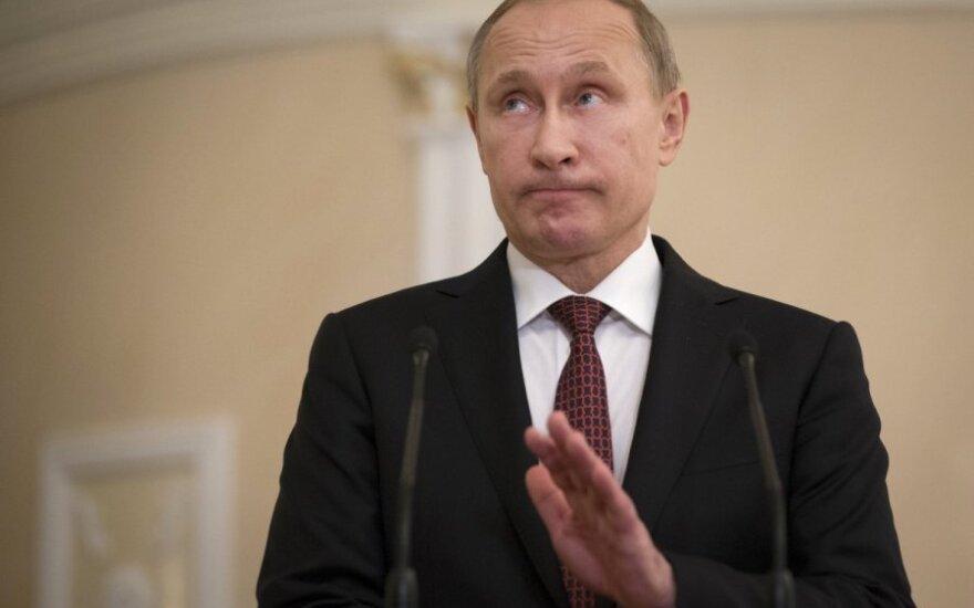 Kurioza w Mińsku: Szczekający dziennikarz, odsuwające się krzesło, łamiące się długopisy