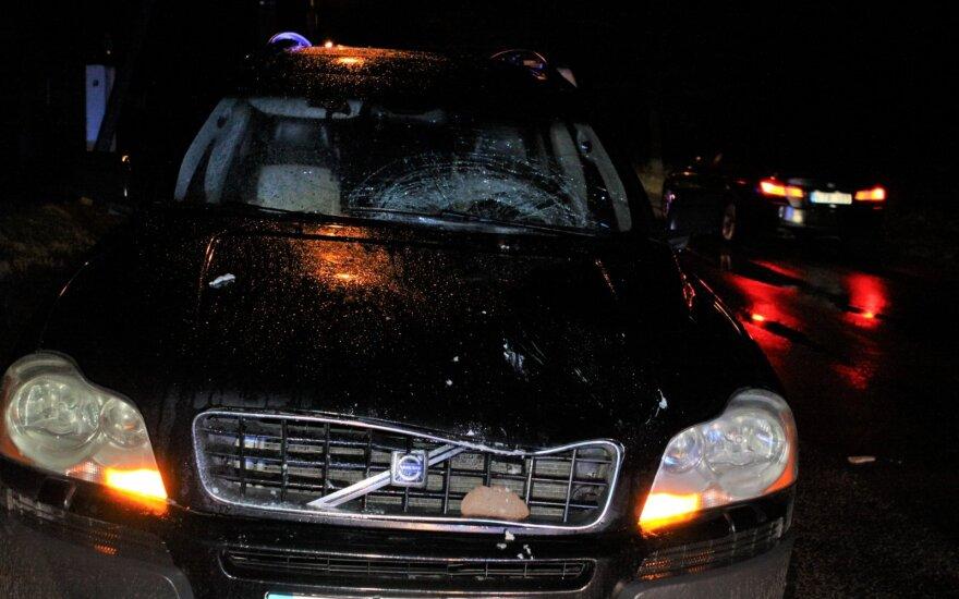На окраине Вильнюса автомобиль насмерть сбил женщину