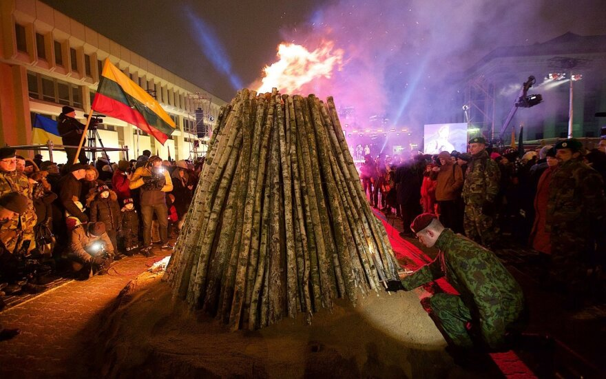В Вильнюсе зажгли костры в память о событиях 13-го января