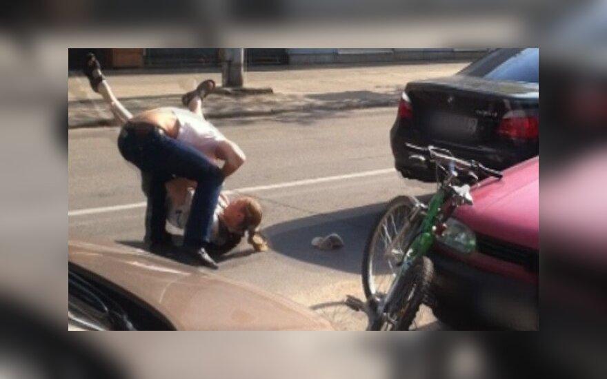Суд Линча на дороге: водитель BMW подрался с велосипедистом