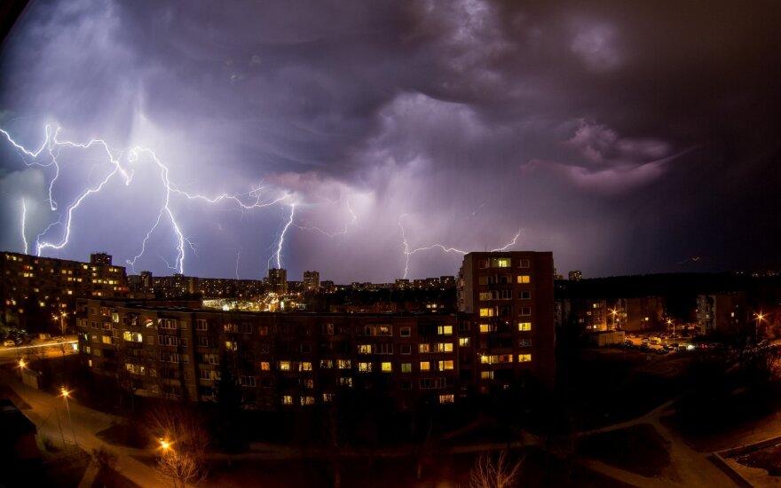 Синоптики предупреждают: на Литву надвигается сильная буря