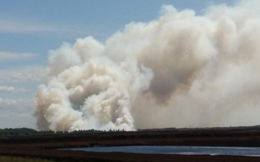 В Шилутском районе загорелся торфяник, на месте работают многочисленные наряды пожарных