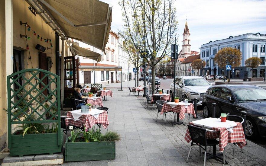 С понедельника в Литве открываются все кафе: представители сектора критикуют установленное время работы