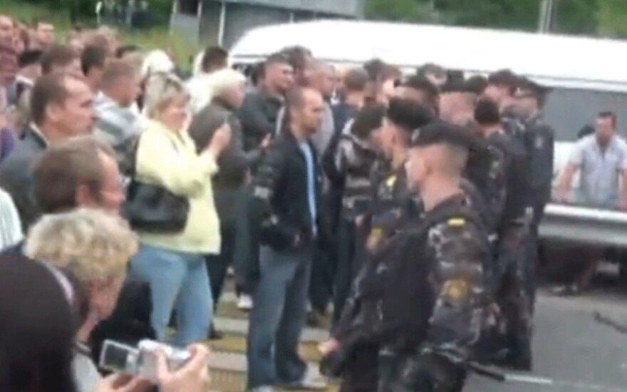 Белорусские водители перекрыли погранпереход в Брузгах