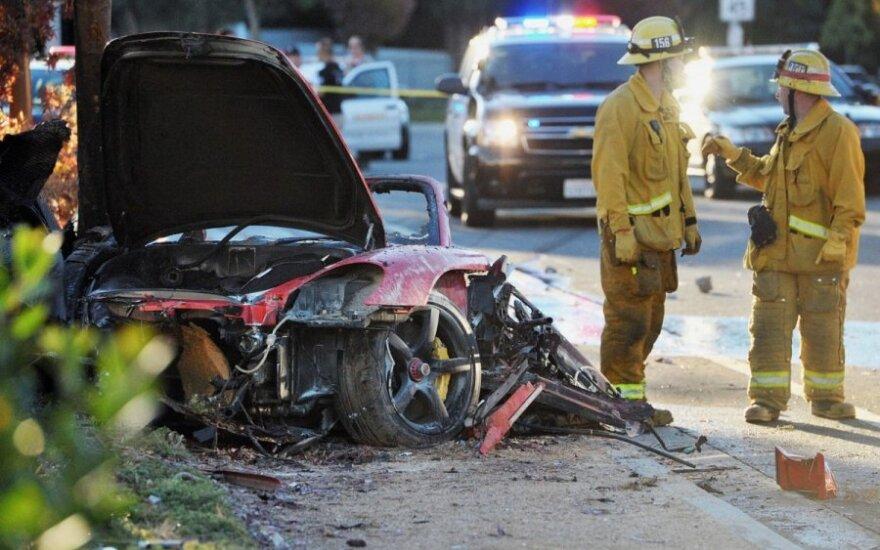 Paulas Walkeris žuvo avarijoje