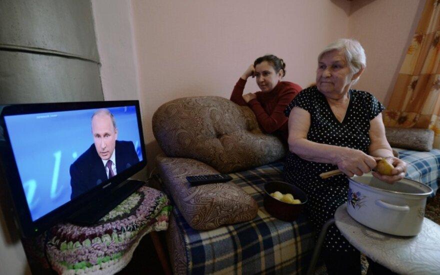 ВИДЕО: Россиян научили экономить перед Новым годом: кипяток - в термос, в раковину - пробку, свет - от свечи