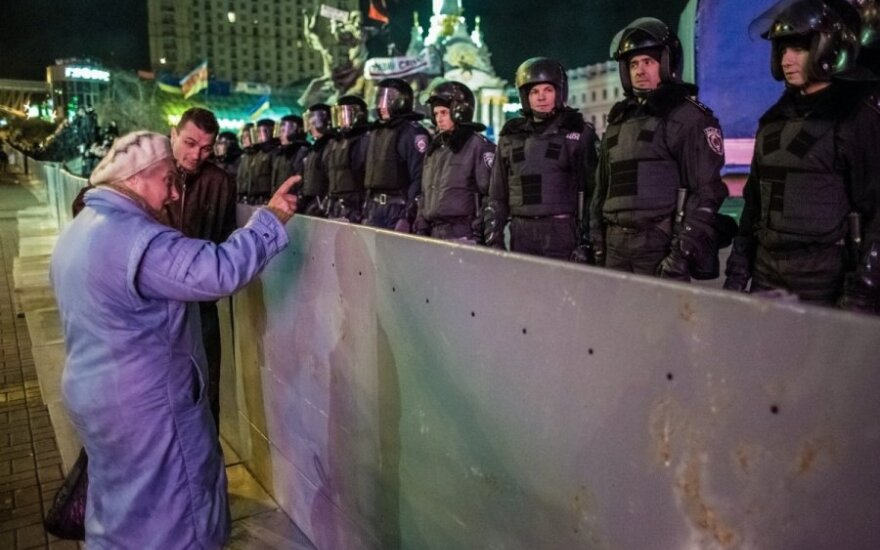 Ukrainoje protestuotojai išvaikyti lazdomis