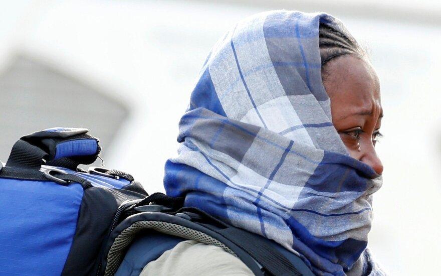 Migrantė iškeldinama iš Kalė Džiunglių