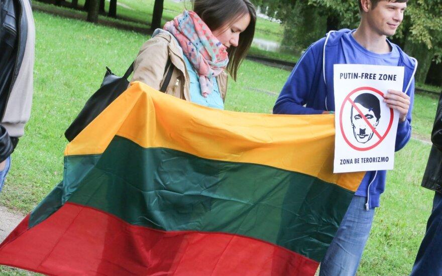 Почти треть жителей Литвы считает, что страна слишком строга к России