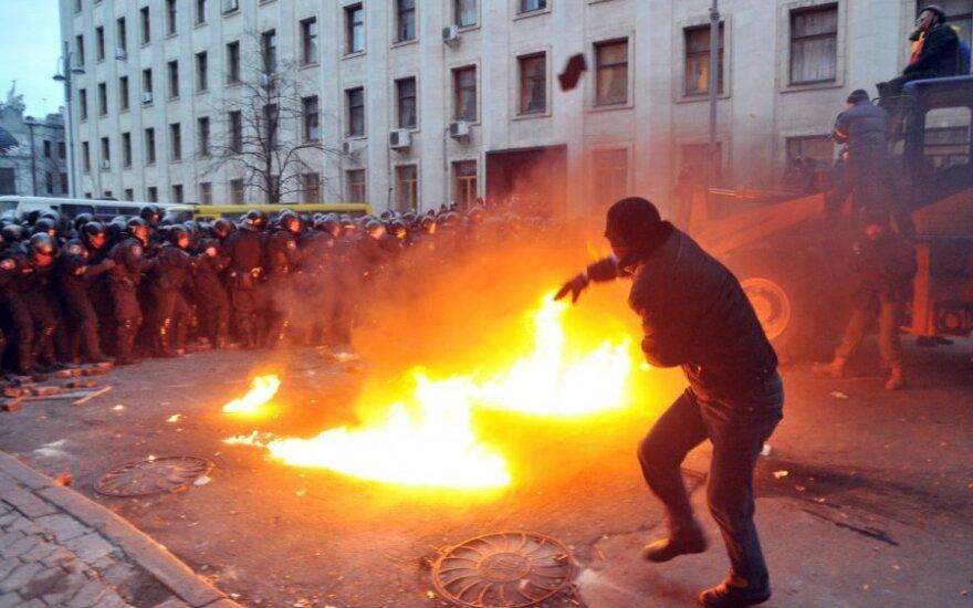 Евромайдан: Янукович договорился о визите в ЕС, Путин назвал события в Украине погромом