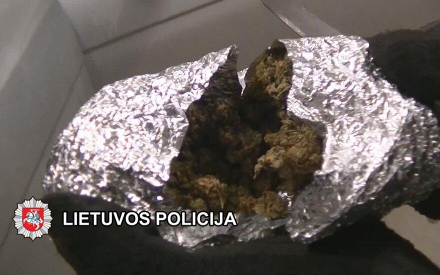 Банда подростков травила детей в Плунгеском районе наркотиками