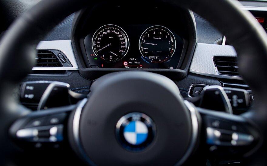В Каунасе воры разобрали BMW на запчасти
