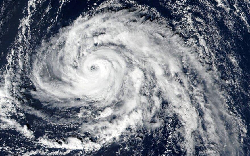 Не менее восьми человек стали жертвами двух ураганов на юге Европы