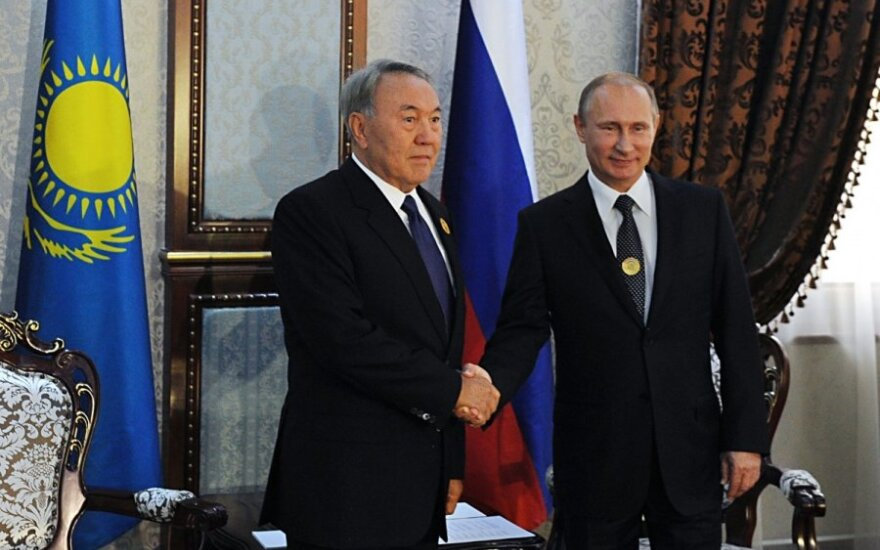 Vladimiras Putinas Tadžikistane susitiko su Kazachstano prezidentu Nursultanu Nazarbajevu